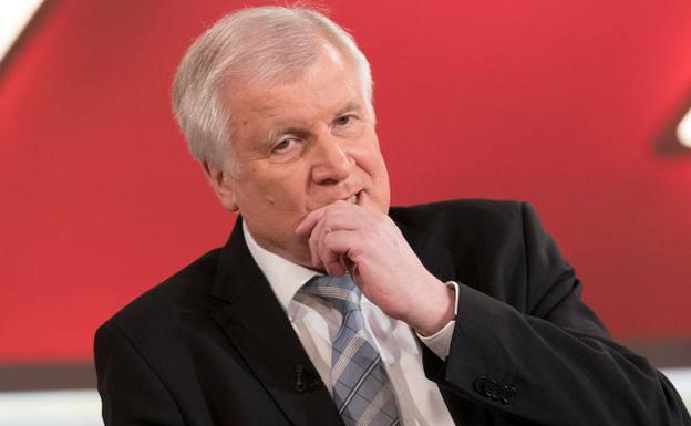 El ministro del interior de alemania quiere renunciar por for Escuchas del ministro del interior