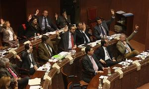 El PP aprueba en solitario el recorte a las extras de los funcionarios