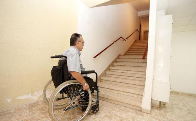Famdif pide una evaluaci n de la accesibilidad del parque for Escalera discapacitados