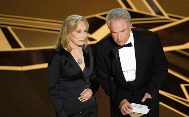 Warren Beatty y Faye Dunaway./