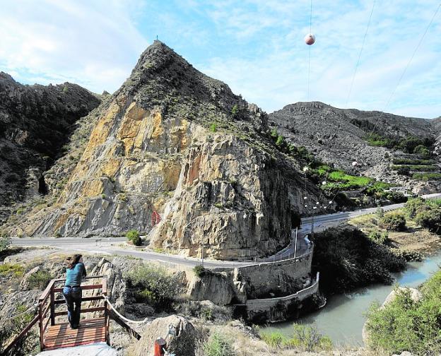 Mirador junto al Salto de la Novia, en Ojós. / g. carrión / AGM