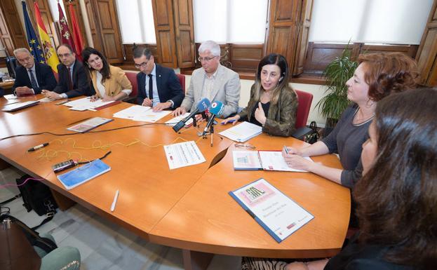 Presentación del 'Libro Murciano del año 2018', este martes./Javier Carrión / AGM