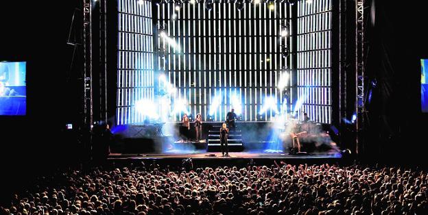 Miguel Bosé durante su concierto en Alcantarilla. /Ayto. Alcantarilla