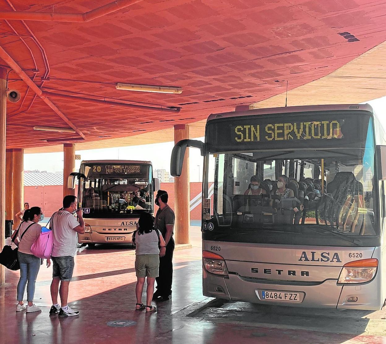 Solo Dos Autobuses Hacen Cada Día El Viaje A Mazarrón Isla Plana Y La Azohía La Verdad