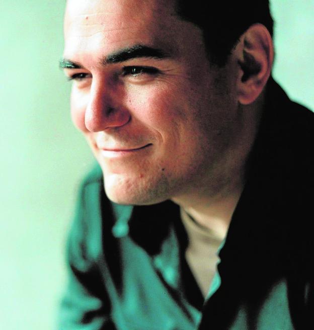 Ismael Serrano, sonriente. / ISMAELSERRANO.COM