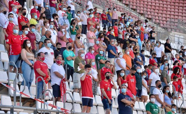 La afición grana en el último partido del Real Murcia contra el Marchamalo.