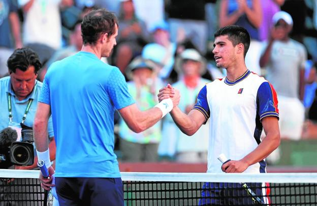 Murray and Alcaraz greet each other at the end of Sunday's game in Indian Wells, with the Murcian defeat.