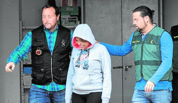 Sofía, crying, while being led by two civil guards to the San Javier guard court in March 2019.