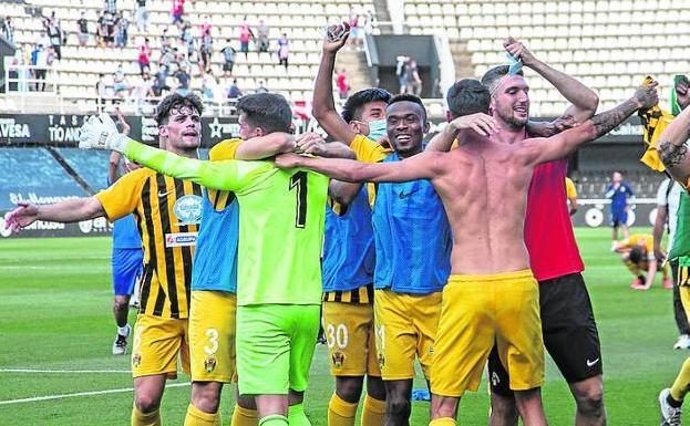 Los jugadores del Pulpileño tras su ascenso a la 2ª RFEF, en mayo.