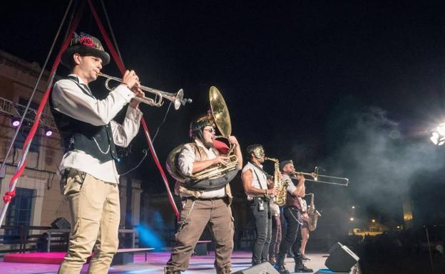 Steam Brass Band.